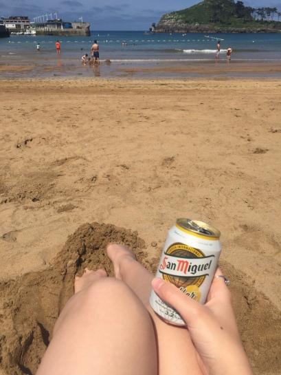 La playa con una cerveza